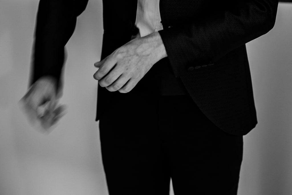 irene pollacchi fotografo matrimonio lucca 00 preparazione sposo getting ready groom veronica e damiano 6